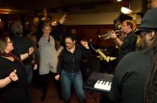 Voetjes van de vloer tijdens Jazztival 2010. Fotograaf: Koos Looyenstein