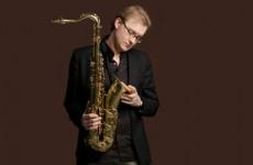 Topsaxofonist Jasper Blom vervangt Ferdinand Povel